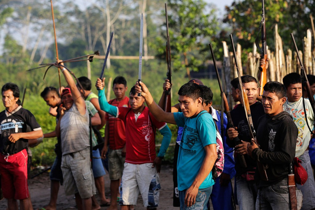 amazon-tribe-fights-loggers-environment-01