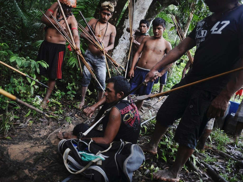 amazon-tribe-fights-loggers-environment-04